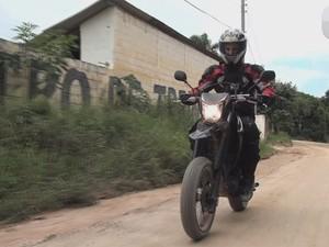 Guia Prático: Pilotar moto na terra é mais do que ficar em pé