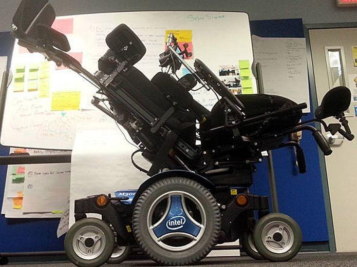 A cadeira de rodas divulgada por Stephen Hawking, da Intel (Foto: Divulgação/Intel)