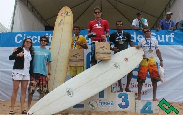 Sergipano no lugar mais alto do pódio alagoano (Foto: Felipe Martins/GLOBOESPORTE.COM)
