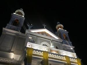 Após a celebração, as luzes da Basílica foram acesas e os arcos do Círio inaugurados. Círio (Foto: Gabriela Azevedo/ G1)