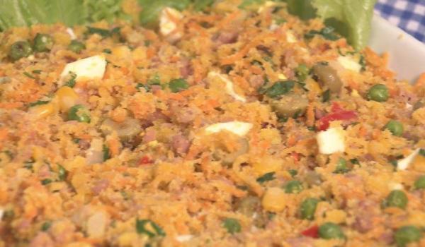 """Farofa de linguiça é o prato da semana na """"Hora do Rancho"""". (Foto: divulgação/ EPTV)"""