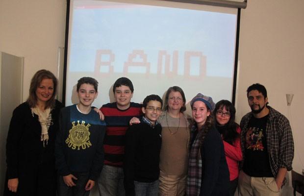 Professores e alunos do projeto 'Bandcraft', que recriará o Colégio Bandeirantes da década de 1930 no 'Minecraft' (Foto: Gustavo Petró/G1)