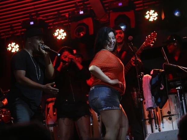 Mariana Xavier no show da banda Psirico (Foto: Sercio Freitas / Divulgação)