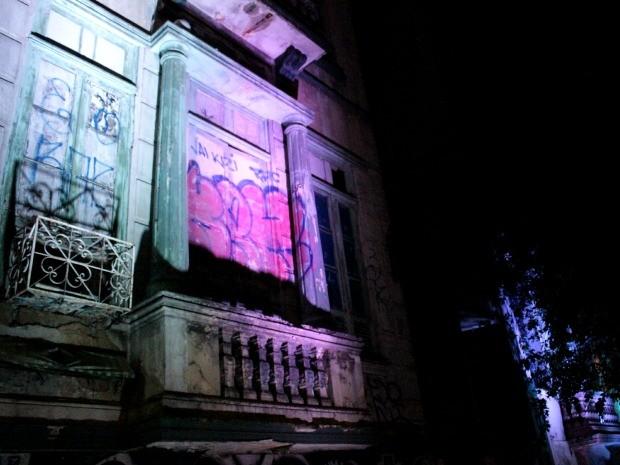 Casarões históricos nas Avenidas Eduardo Ribeiro e Epaminondas, além de um na Rua Ferreira Pena, foram iluminados na noite desta segunda (Foto: Marcos Dantas/G1 AM)