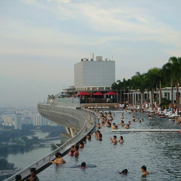 Piscina do hotel Marina Bay, em Singapura (Foto: Reprodução)