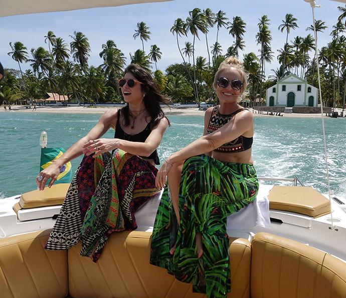 Chandelly Braz e Angélica fizeram um passeio de lancha na Praia dos Carneiros (Foto: Edmar Melo/TV Globo)