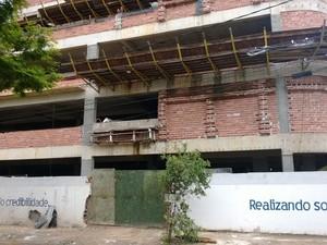 Edifício em construção em Pelinca (Foto: Lilian Quaino/G1)