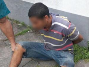 Homem havia acabado de furtar a mãe quando foi preso pelos policiais (Foto: Divulgação/Polícia Militar de Tabatinga)