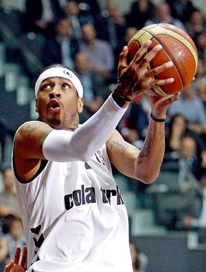 basquete - allen iverson é apresentado no besiktas (Foto: EFE)