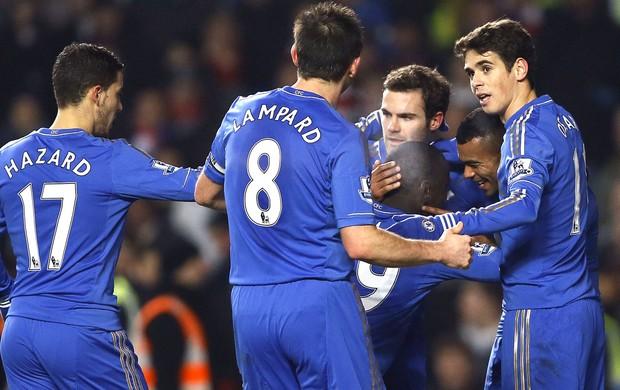 Demba Ba comemora gol do Chelsea contra o Southampton, AP (Foto: Agência AP)