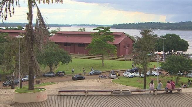 Praça da Estrada de Ferro Madeira Mamoré (Foto: Amazônia TV)