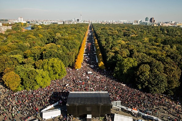 Mais de 150 mil protestam em Berlim contra acordo comercial entre UE e os EUA