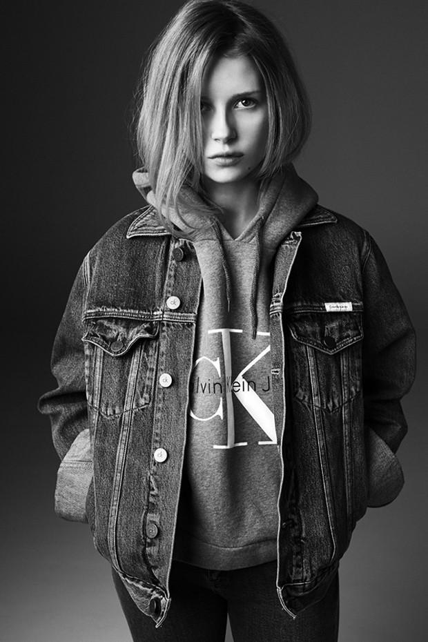 7f734c792eff71 Lottie Moss na campanha da Calvin Klein Jeans para Mytheresa.com ...