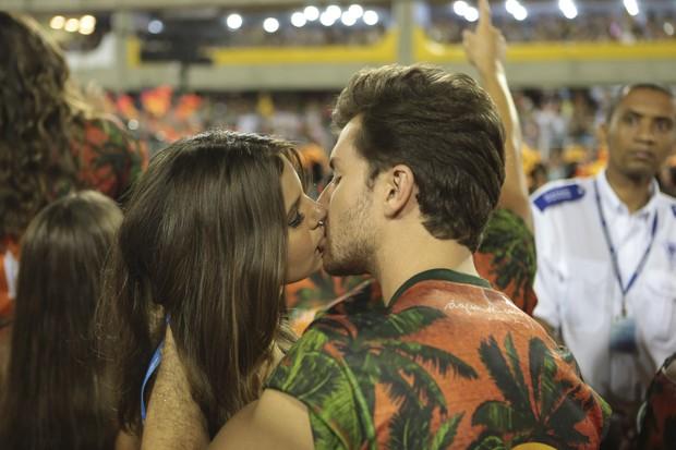 Camila Queiroz e Klebber Toledo (Foto: Divulgação/CamaroteN1)