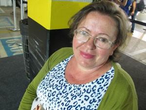 Maria José Domingos da Silva se endividou após comprar dois celulares (Foto: Marta Cavallini/G1)
