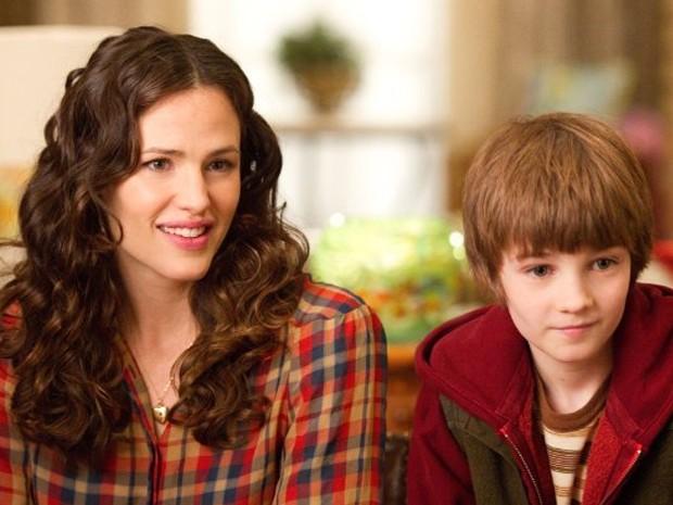 Jennifer Garner e CJ Adams atuam em 'A estranha vida de Timothy Green' (Foto: Divulgação)