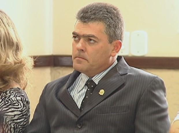 Vice-prefeito tomou posse como novo chefe do executivo (Foto: Reprodução / TV TEM)