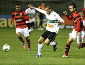 Marcel e Paulo Henrique, Coritiba x Atlético-GO (Foto: Geraldo Bubniak / Agência Estado)