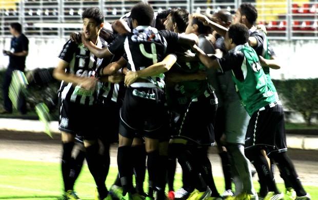 Everton Santos gol Figueirense (Foto: Pakito Varginha / Agência Estado)