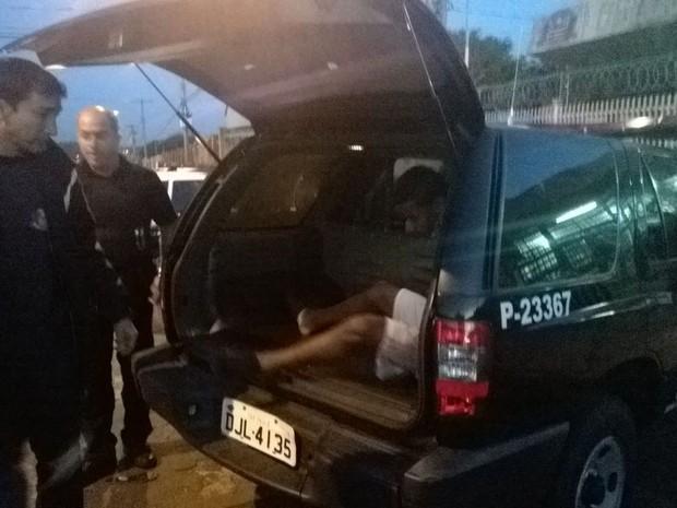 Homem foi preso suspeito de estupro e roubo  (Foto: Alcyr Netto/ Rádio Centro-Oeste)