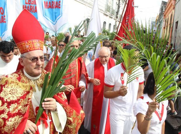 Arcebispo de Belém Dom Alberto Taveira na procissão de ramos em 2012. (Foto: Paulo Akira/ O Liberal)