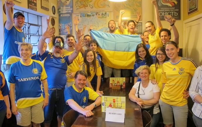 Ucranianos torcida Ucrânia (Foto: Alexandre Alliatti)