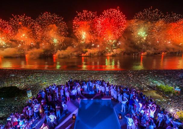 Fogos de Copacabana vistos do Porto Bay Rio Internacional (Foto: Divulgação)