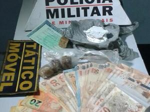 Droga apreendida no bairro Porto Velho em Divinópolis (Foto: Polícia Militar/ Divulgação)