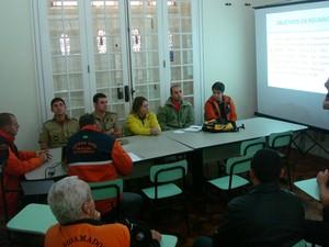 Reunião para traçar estratégias de combate a incêndio aconteceu nesta sexta-feira (29) (Foto: Divulgação)
