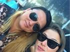Angela Sousa posa de rostinho colado com a irmã: 'Mais experiente'