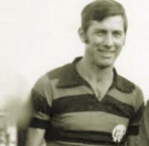Capitão Bellini com a camisa do Atlético-PR (Foto: Agência Estado)