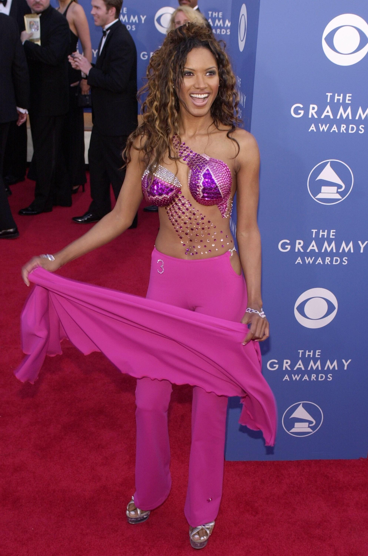 A modelo norte-americana Traci Bingham lembrou as vestimentas de uma Globeleza na festa de 2001. (Foto: Getty Images)