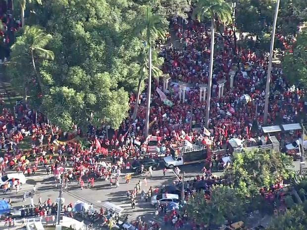 Recife tem manifestação a favor de Dilma, Lula e da democracia; concentração na Praça do Derby, nesta sexta-feira (18) (Foto: Reprodução/TV Globo)