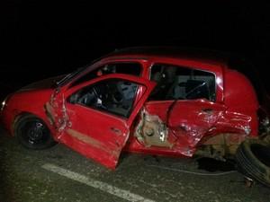 Motorista do Clio foi encontrado gravemente ferido próximo ao acidente (Foto: PRF SC/Divulgação)