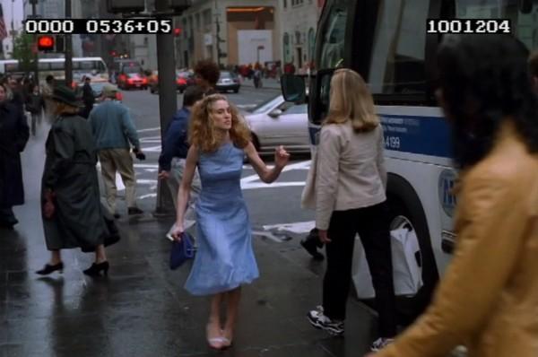 Uma cena da versão alternativa da abertura de 'Sex and the City' (Foto: Reprodução)