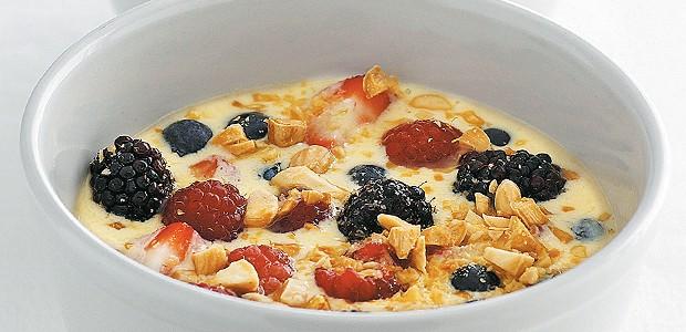 Iogurte assado e frutas vermelhas (Foto: Gallo Imagens Pty Ltd)