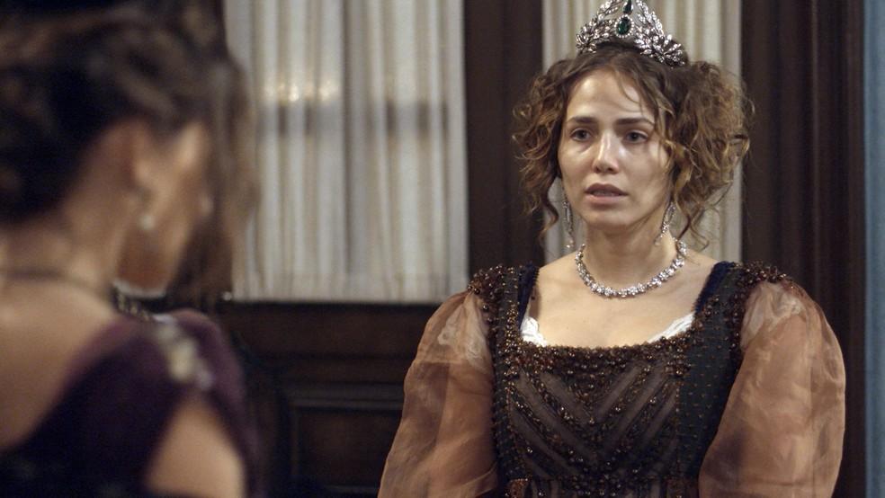Leopoldina desconfia de Dulcina ao ouvir sua declaração (Foto: TV Globo)