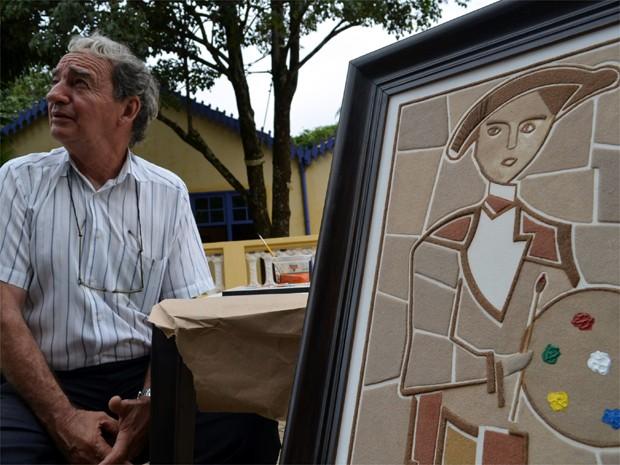 O pintor e escultor Ezio Marcola, de Brodowski (Foto: Rodolfo Tiengo/G1)