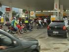 Motoristas fazem fila por desconto em gasolina em posto de Fortaleza