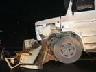 Batida entre caminhonete e caminhão mata homem em Rio Azul, no Paraná