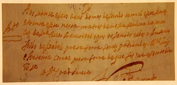 Registro de batismo que é atribuído a Aleijadinho em novo estudo (Foto: Reprodução/TV Globo)