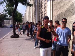 torcida fila ingressos sao januario vasco (Foto: Reprodução)