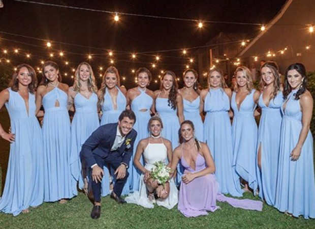 Os noivos com Branca Feres e as madrinhas do casamento (Foto: Reprodução/Instagram)