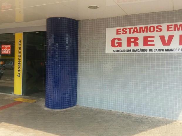 Greve nos bancos de Campo Grande completa uma semana (Foto: Gabriela Pavão/ G1 MS)
