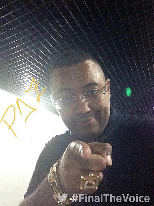 Em ritmo de samba, Dudu Nobre envia mensagem (Foto: Twitter)