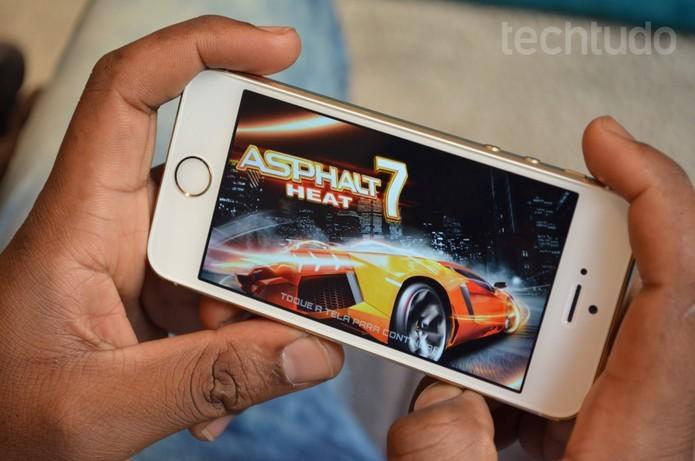 iPhone 5S vem com processador mais avançado A7 (Foto: Luciana Maline/TechTudo)