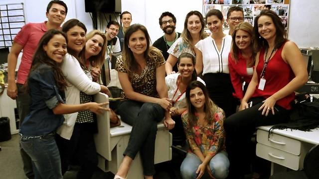 Cristiane Amaral em seu último dia como funcionária da TV Tribuna (Foto: Arquivo Pessoal)