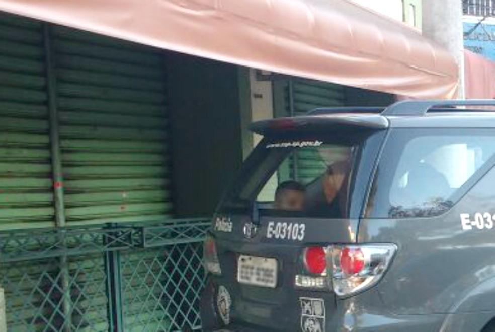Adolescentes foram detidos por roubo de carro na zona sul (Foto: Divulgação/ Polícia Militar)