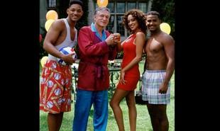 O empresário Hugh Hefner, que morreu nesta quarta, 28 de setembro, fez várias participações em programas de TV. Em 1993, por exemplo, esteve no seriado 'Um maluco no pedaço', ao lado de Will Smith. Veja outras a seguir | Divulgação