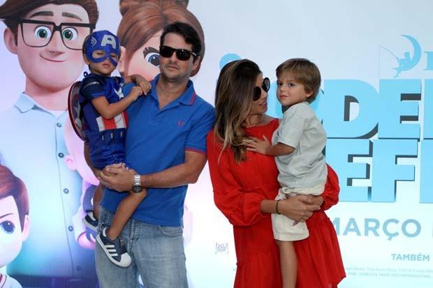 Marcelo Serrado com a família (Foto: Thyago Andrade- Brazilnews)